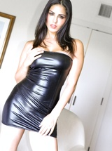 Leggy superstar Sunny Leone in hot leather dress