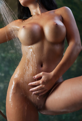 Showering beauty Kendra with awesome boobs
